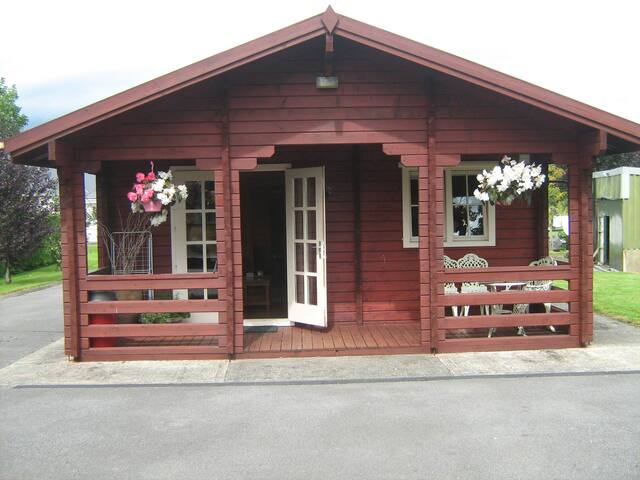 The Cabin- Countryside Location.
