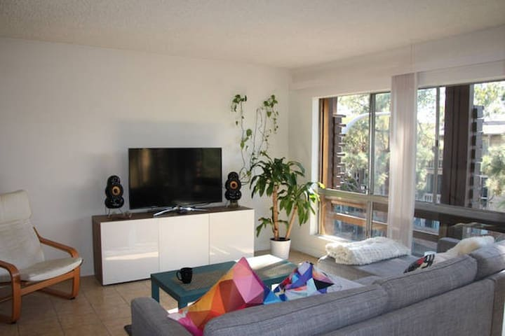 Entire Cozy & peaceful  Apartment, 12 min to Ocean - Culver City - Huoneisto