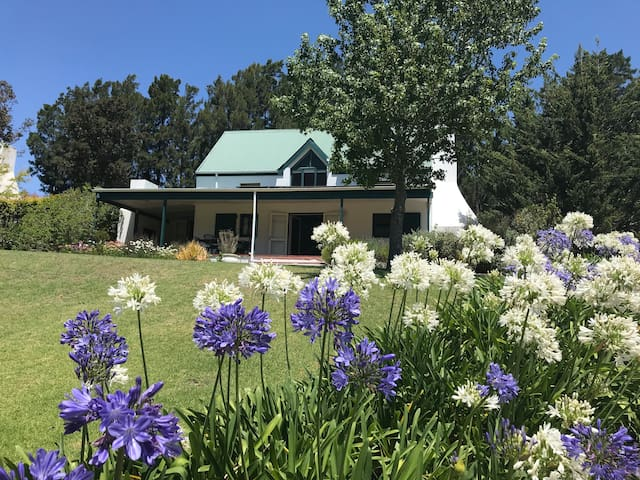Charming cottage in the Hemel & Aarde Wine Valley