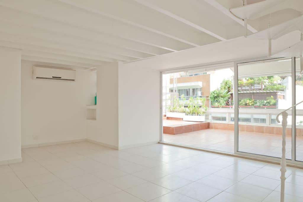 Visão Geral do salão e varanda integrados - overview of the integrated living and veranda
