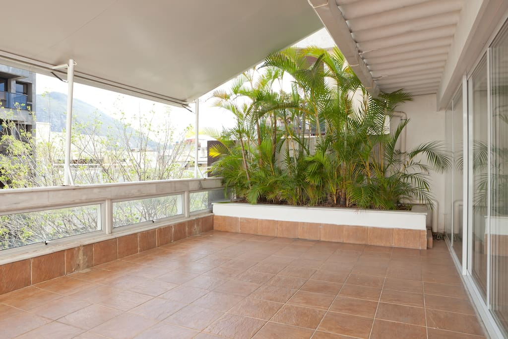 Varanda com toldo - Veranda with awning