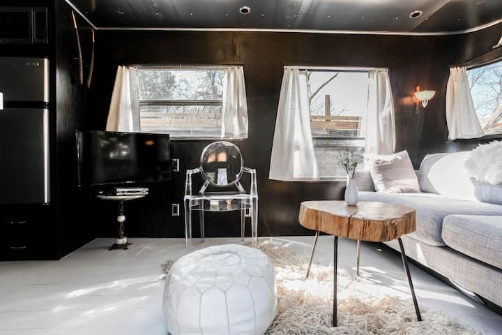 Modern Spartan Mansion Guesthouse