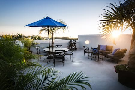 Luxury Villa in Hollywood Beach, FL - ハリウッド