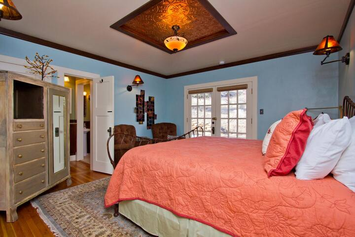 Golden Leaf Inn, Creative Copper - Estes Park - Bed & Breakfast