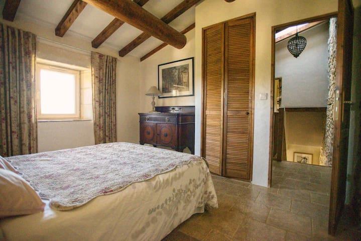 Maison de charme dans Domaine 17ème en Provence