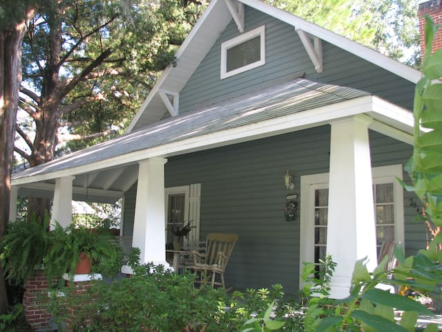 2 Bedrooms in Beautiful 1900 Historic Home w/Pool - Newberry - Bed & Breakfast