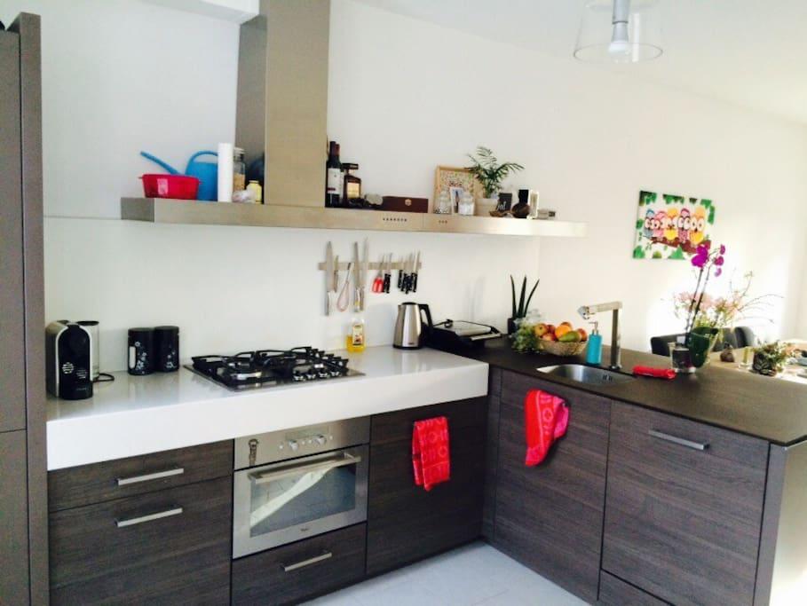 Ruime woonkamer + open keuken.