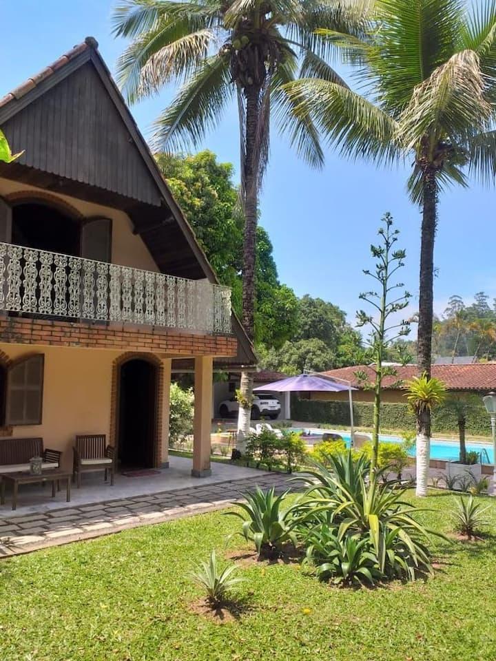 Maravilhosa casa no centrinho de Penedo!!!