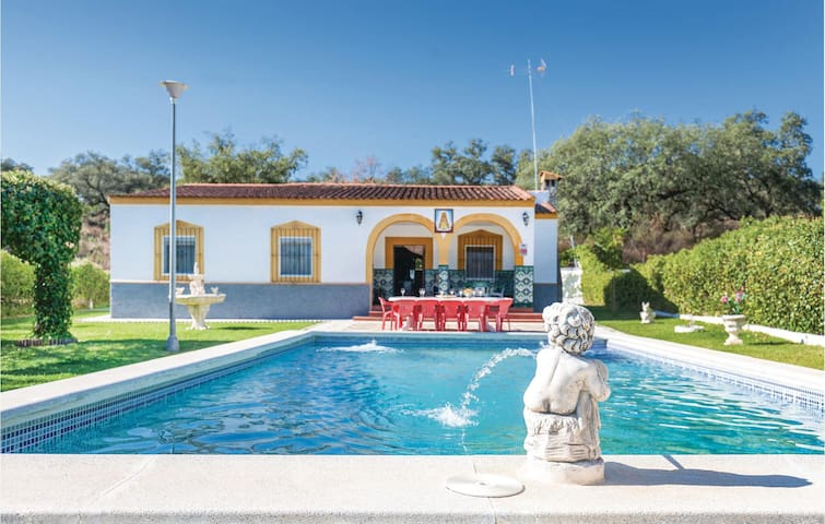 Holiday cottage with 4 bedrooms on 106 m² in Guillena
