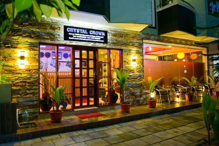 Private comfortable rooms in Hotel Crystal Crown