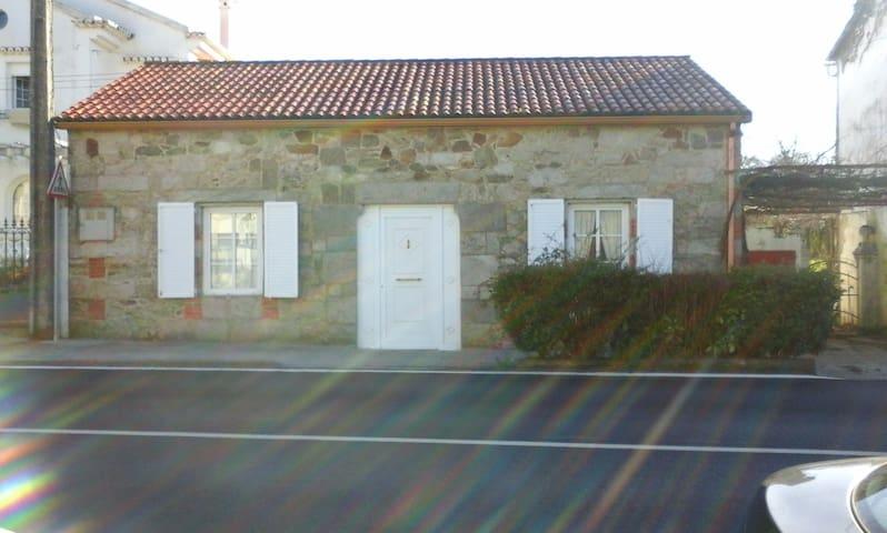 Casa de piedra en el valle del Ulla - Pontevea - Huis
