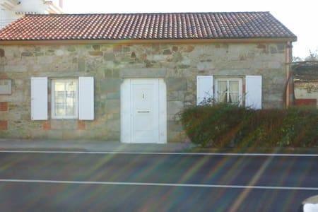 Casa de piedra en el valle del Ulla - Pontevea