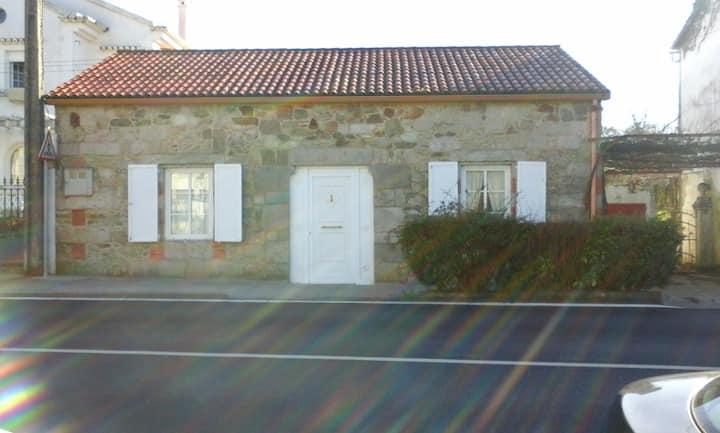 Casa de piedra en el valle del Ulla
