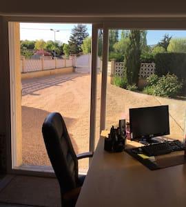 Bureau avec mezzanine en Beaujolais - Cercié