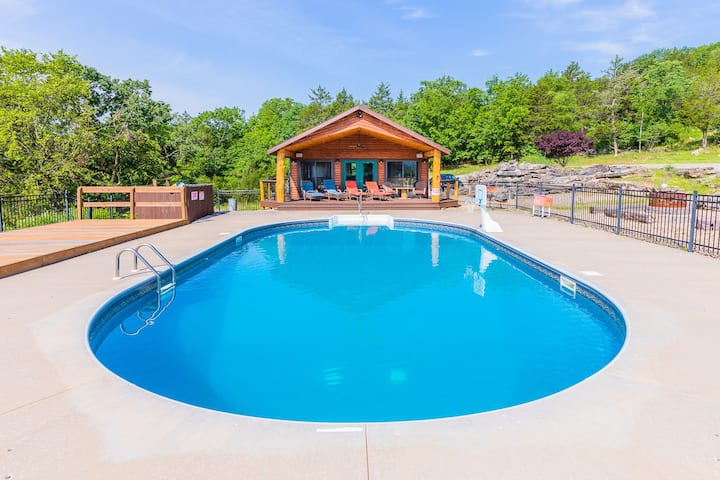 Sleeps 16-Marina, Pool, Roaring River & Table Rock