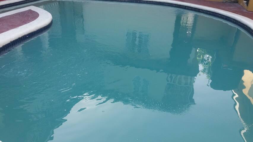 Modern & Central w/ Pool 2 - Kingston - Huis