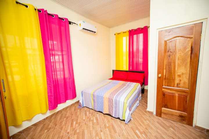Aadee's Guest House - T Room
