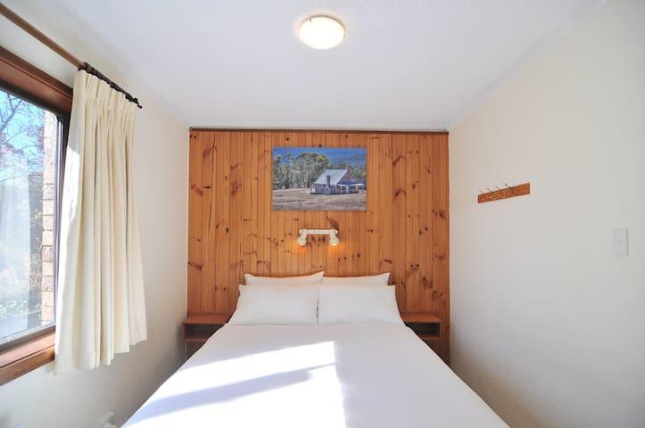 Unit5 Bedroom2