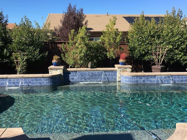 Sanctuary in Elk Grove? Yes! - Elk Grove - House