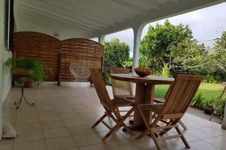 F2 meublé indépendant dans maison avec jardin