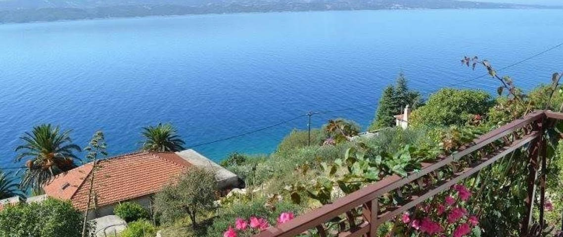 Beach Villa with Terrace & Spectacular Sea View - Stanići - 一軒家