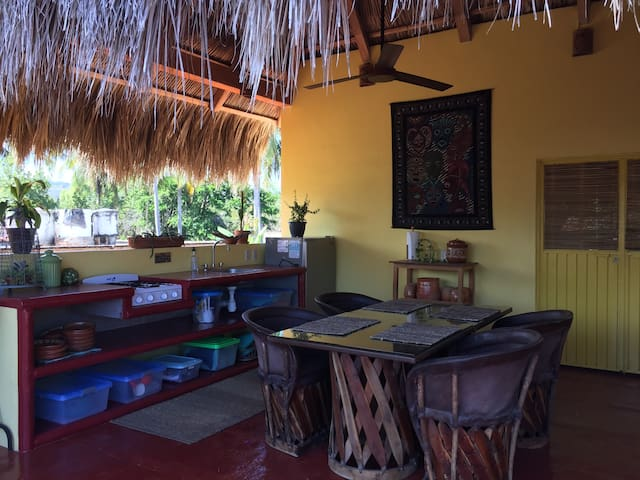 Palapa Bella, Upstairs Apartment with shared Pool