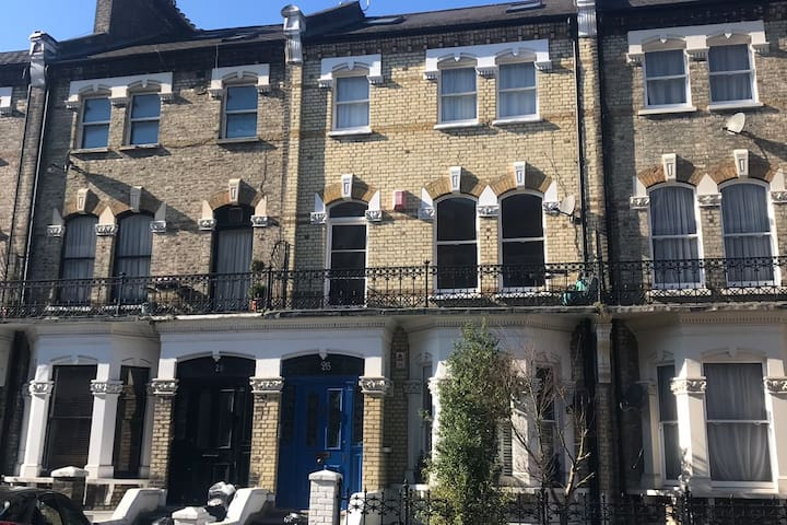 Large 1/2 bed garden flat in central London