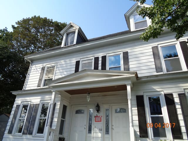 Entire Luxury 4-Bed Townhouse Condo w/Free Parking