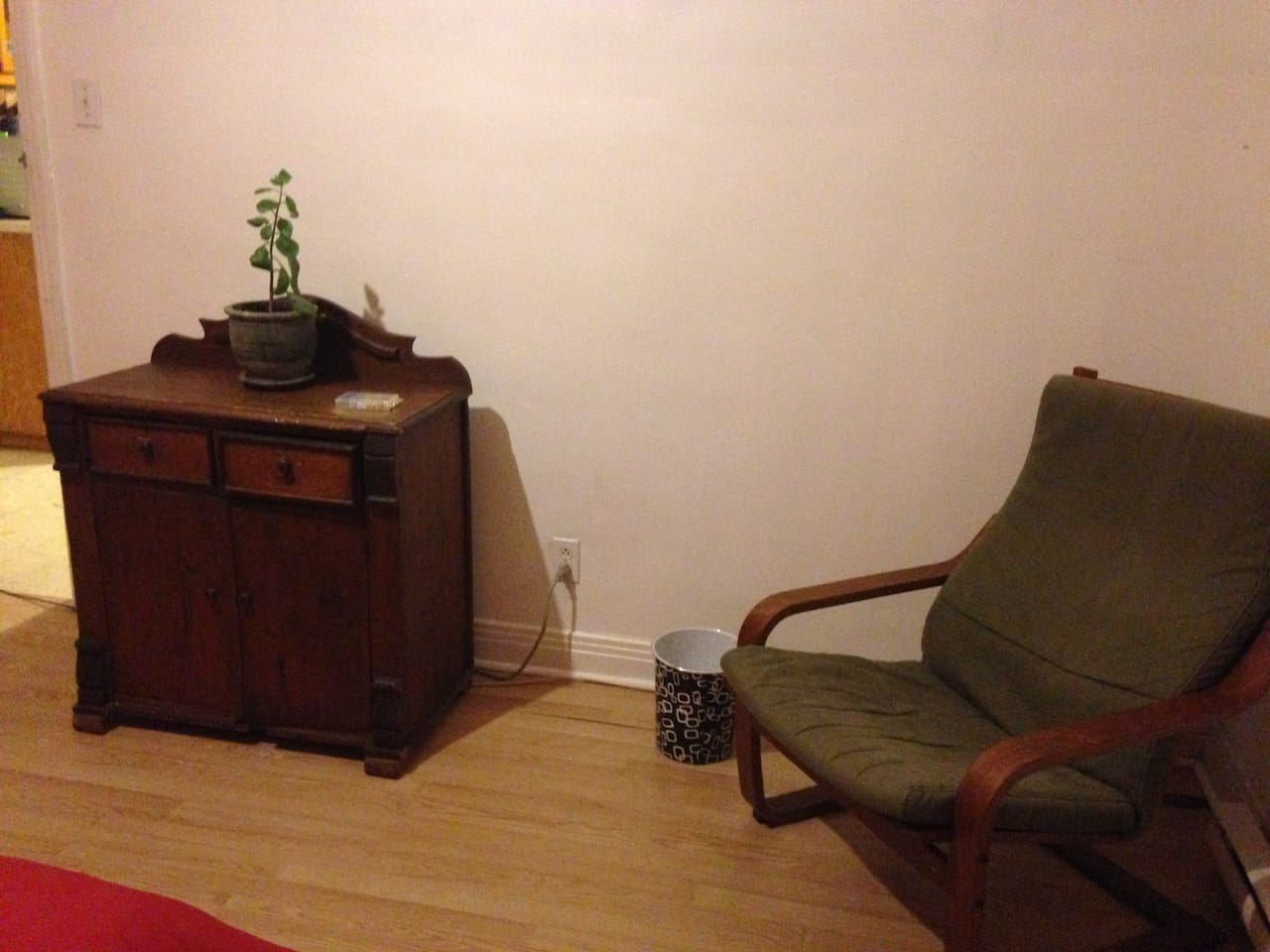 Large room to rent in Montreal, Iberville Metro
