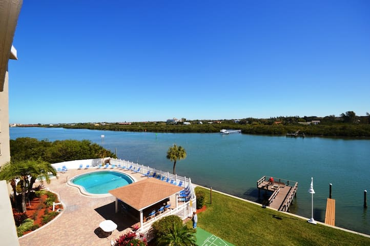 Two Bedroom Apartment with Million Dollar Views - Indian Shores - Condominium