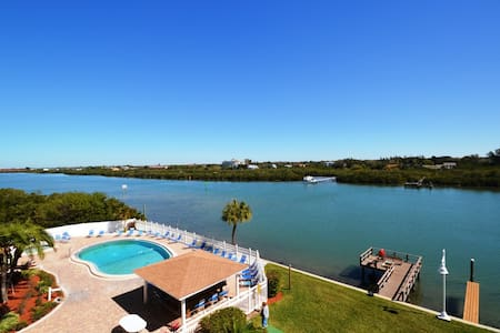 Two Bedroom Apartment with Million Dollar Views - Indian Shores