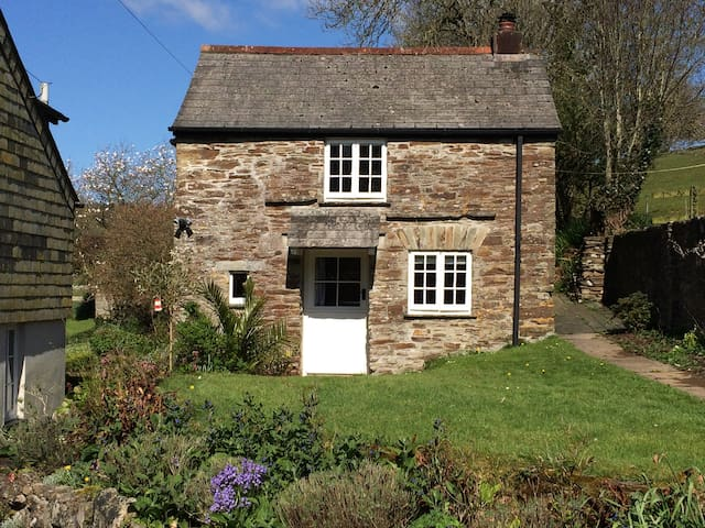 Stone cottage in rural Cornwall - Liskeard
