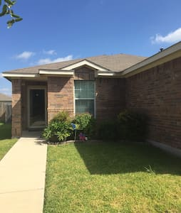 Quiet home near Randolph AFB - Cibolo