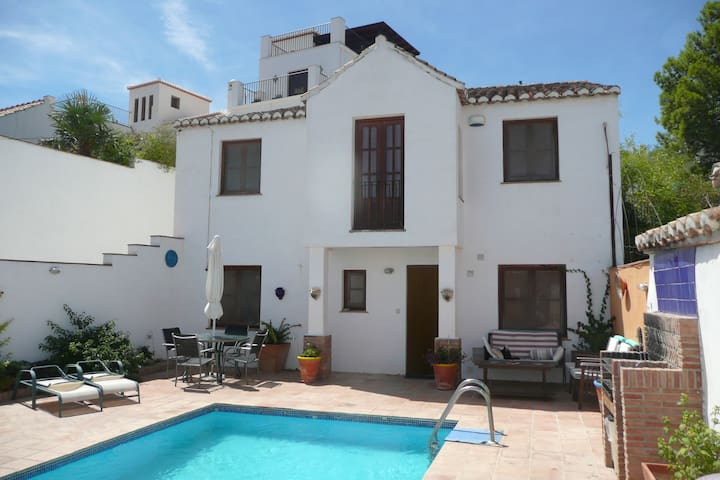 Casa Sol - charming house with pool & view