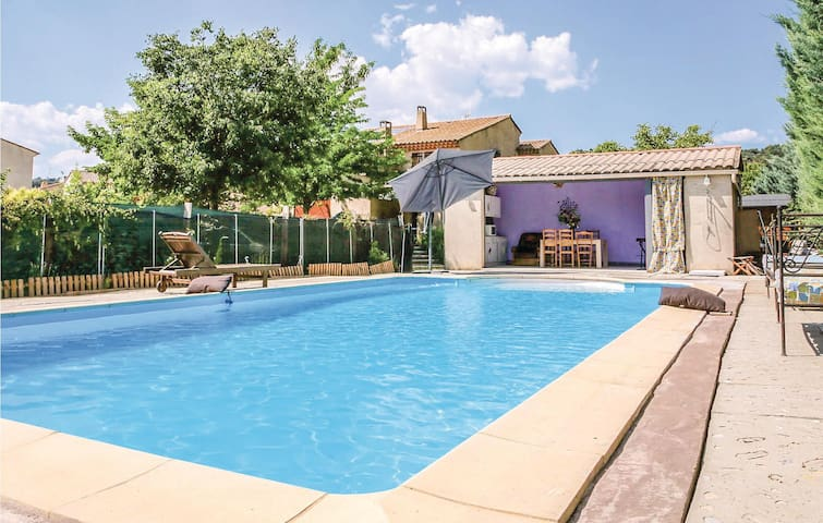 Semi-Detached with 1 bedroom on 80m² in Gréoux les Bains