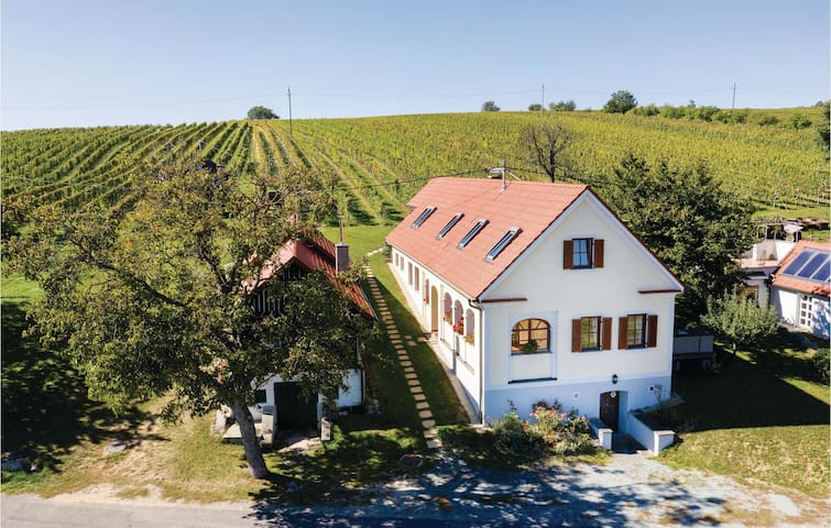 Holiday apartment with 2 bedrooms on 90m² in Eisenberg
