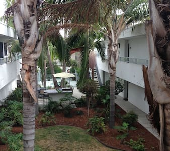 Ocean Breeze Modern Carlsbad Village Beach Condo!! - Lakás