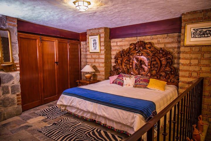 SUEÑOS DE LUNA, Penthouse. Recámara con cama king size, para un descanso placentero después de un gran día.