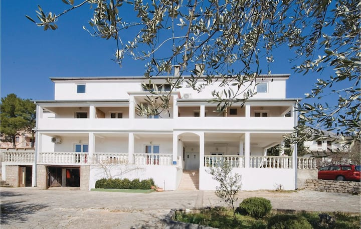 Awesome home in Starigrad Paklenica with 2 Bedrooms