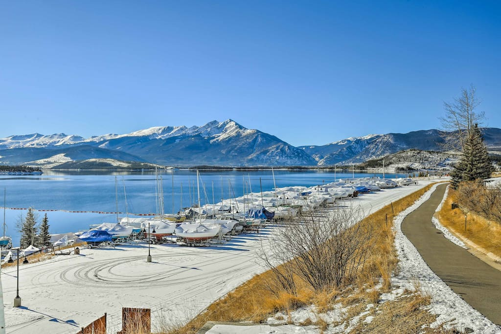 You'll never tire of the lake or the mountains when staying here.