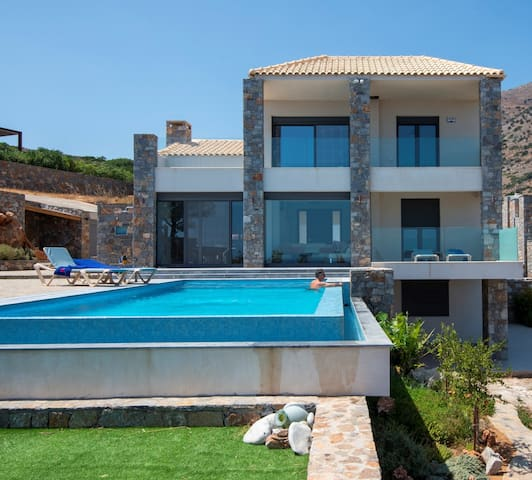 Red Rock villa with private pool and seaview