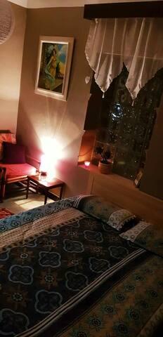 Chambre dans un chaleureux appartement avec jardin