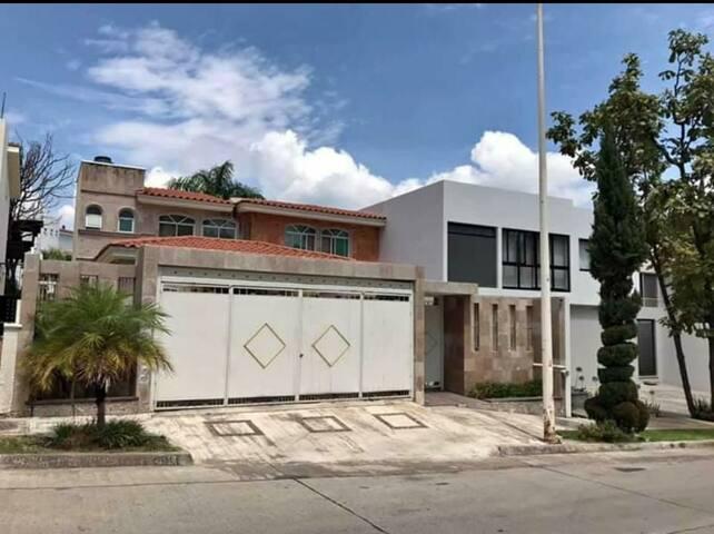 Gran Casa Bonita en la avenida 17 Ote