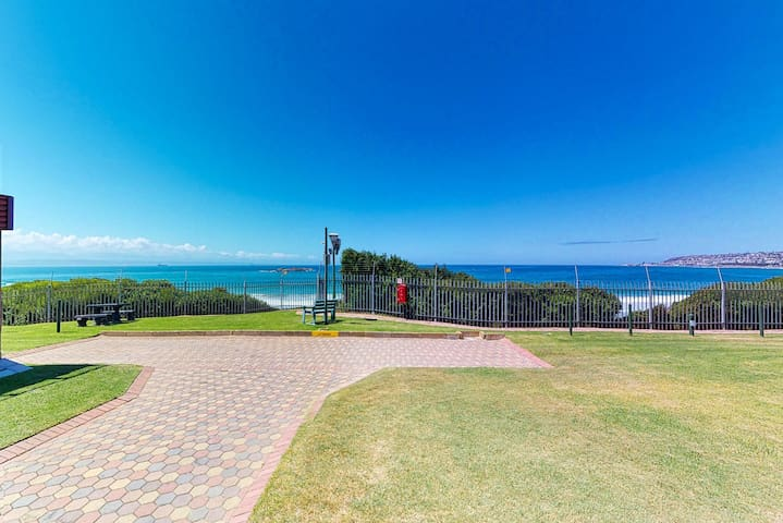 Cozy home with beautiful ocean views & indoor barbecue - steps to the beach