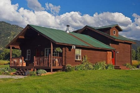 "Wonderful log house ""The Little Moose Ranch"". - Bedford"