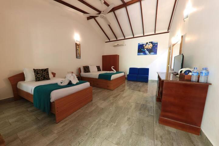 Triple room with Breakfast + Pool + Best location