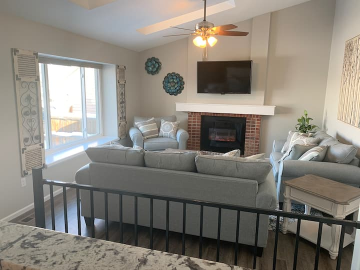 Cozy Home.  New and Nice!  Special Monthly Rates.