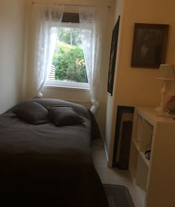 Litet fint rum, mest till för övernattning.