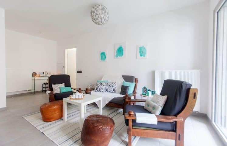 Nice sunny flat Down Town Joliette Marseille - Marselha - Apartamento