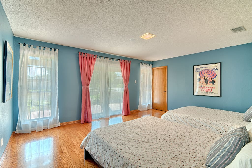 Huge bedroom in huge house 5min from downtown houses for for 46 bedroom house in texas